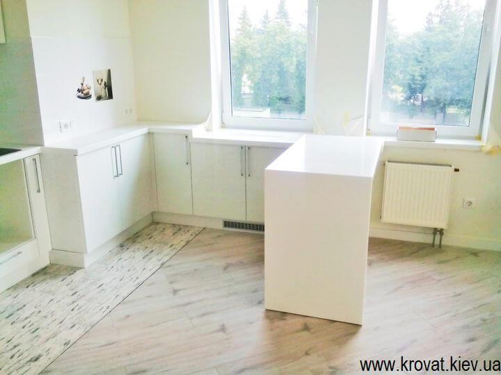 стол на кухню из искусственного камня