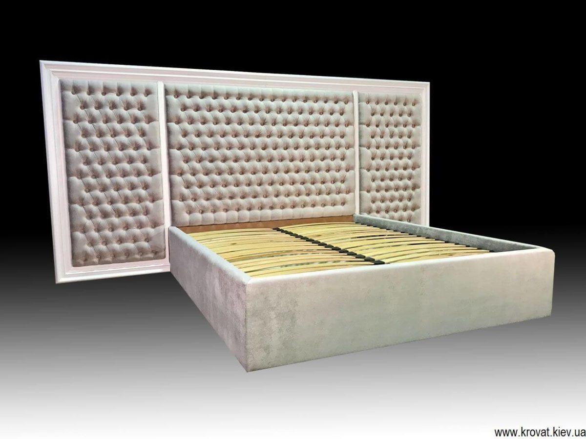 кровать с деревянным обрамлением на заказ
