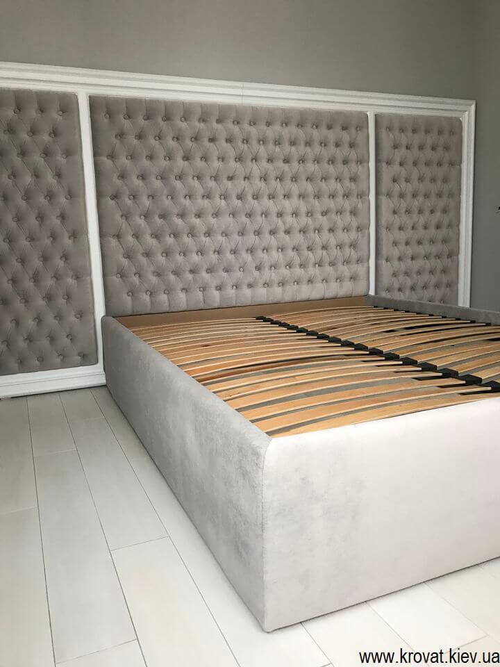 ліжко з обрамленням з дерева на замовлення