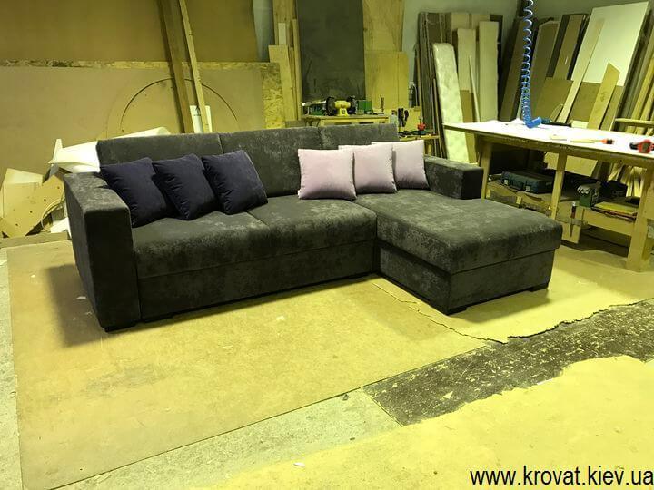 угловой диван с подлокотниками