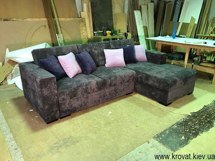 изготовление серого углового дивана