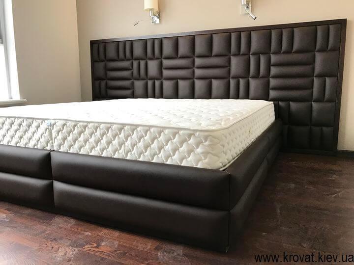 широкая кровать для спальни