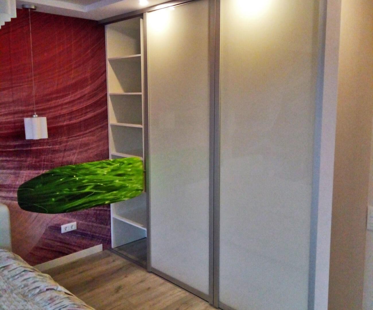 Шкаф купе с гладильной доской