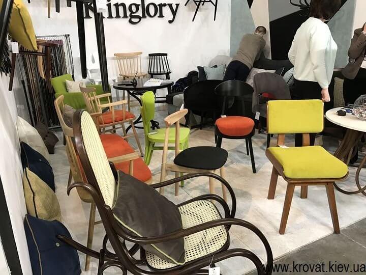 стулья на выставке мебели
