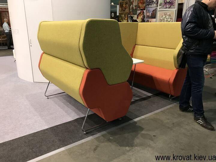 диваны на выставке мебели