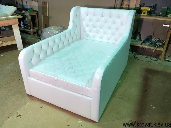 детская кровать с бортиками для детской спальни