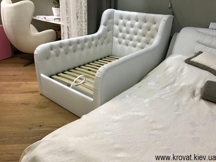 детская кровать с бортиками с подъемным механизмом