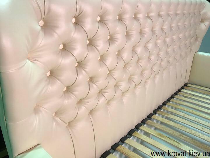 диван для девочки с пуговицами