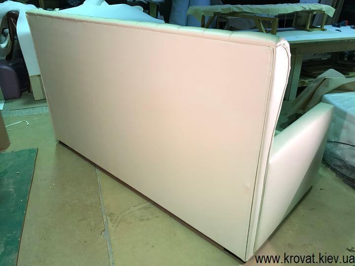 диван для дівчинки з каретної стяжкою