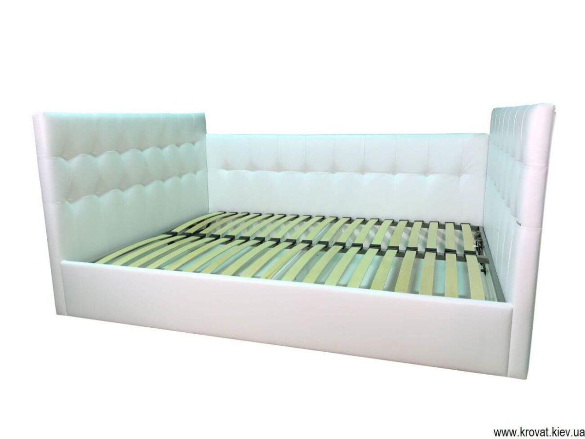ліжко з трьома спинками