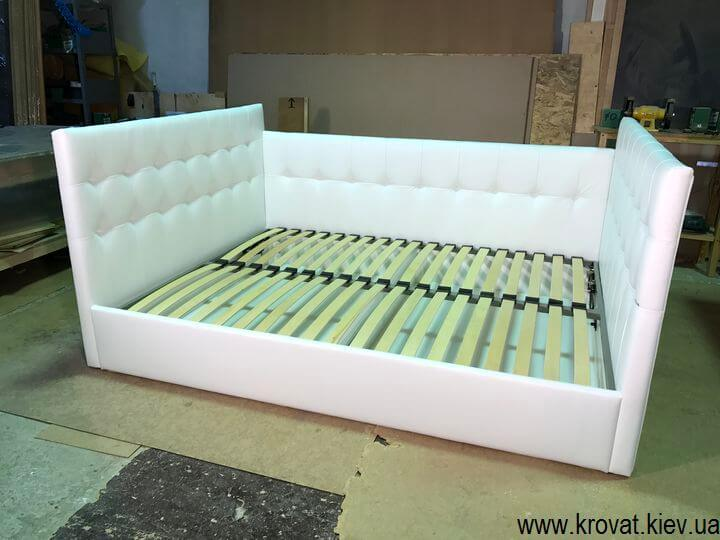 ліжко з трьома спинками бортиками