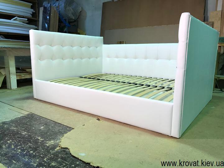 кровать с тремя спинками в спальню
