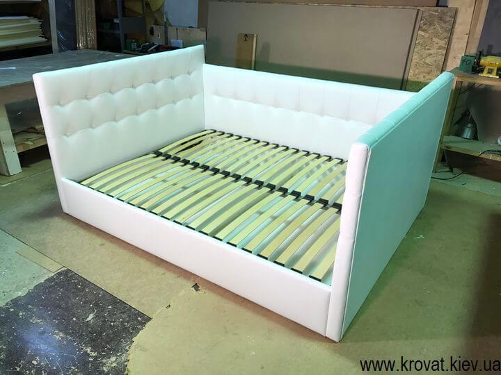 кровать с тремя спинками для спальни