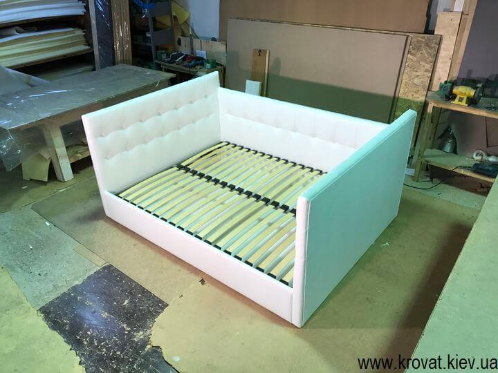ліжко з бортиками