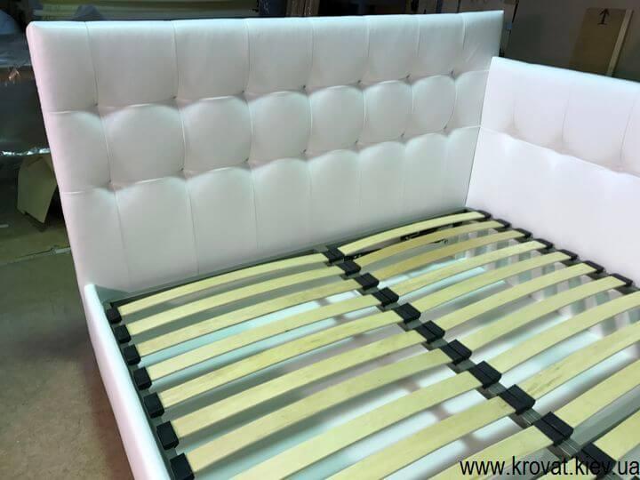 производство кроватей с тремя спинками