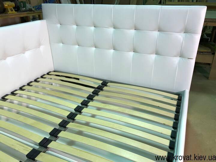 виробництво ліжок з трьома спинками