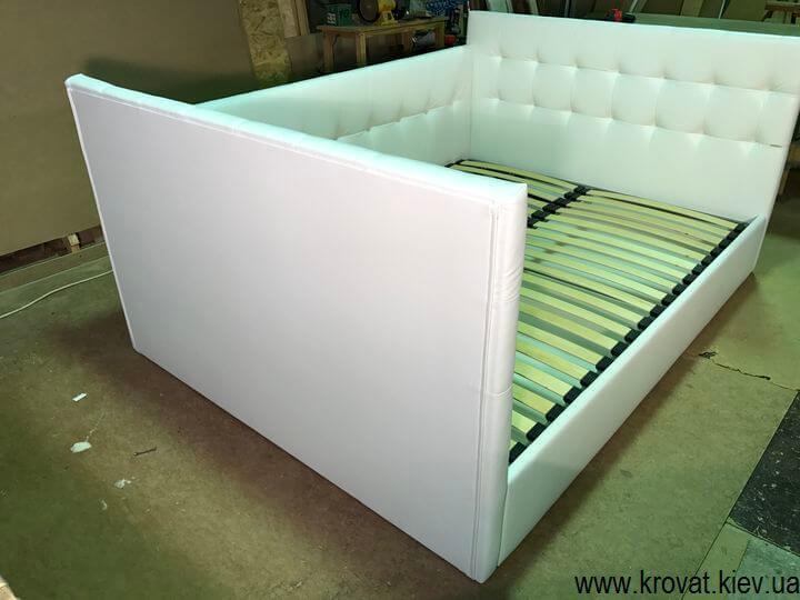 кровать с тремя спинками с тремя изголовьями