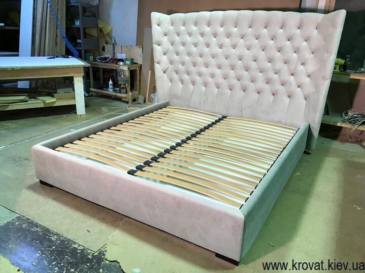 ліжко із закругленою спинкою з гудзиками