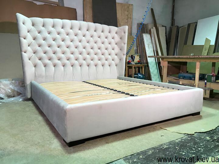 кровать с закругленной спинкой