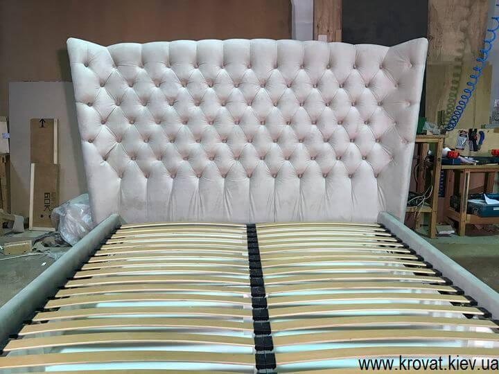 ліжко із закругленою спинкою з каретною стяжкою