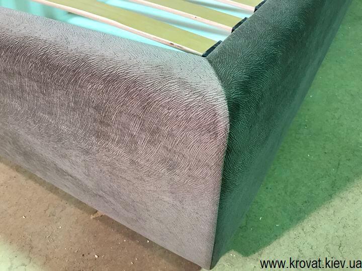 кровать с закругленным изголовьем в ткани