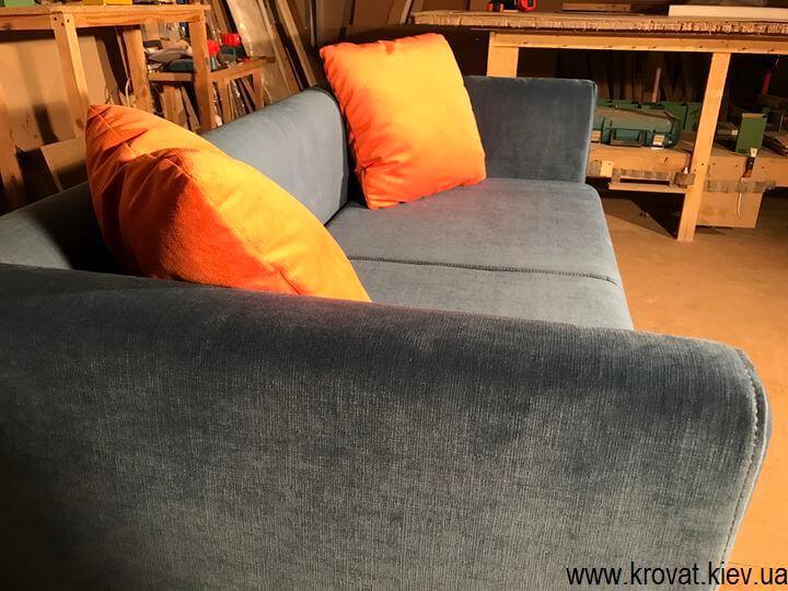 диван для кафе с подушками