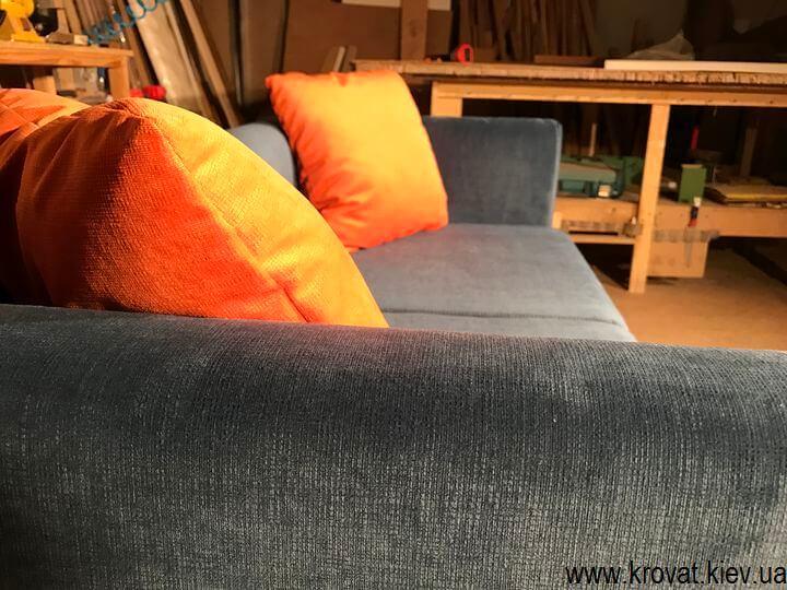 диван для кафе с подлокотниками