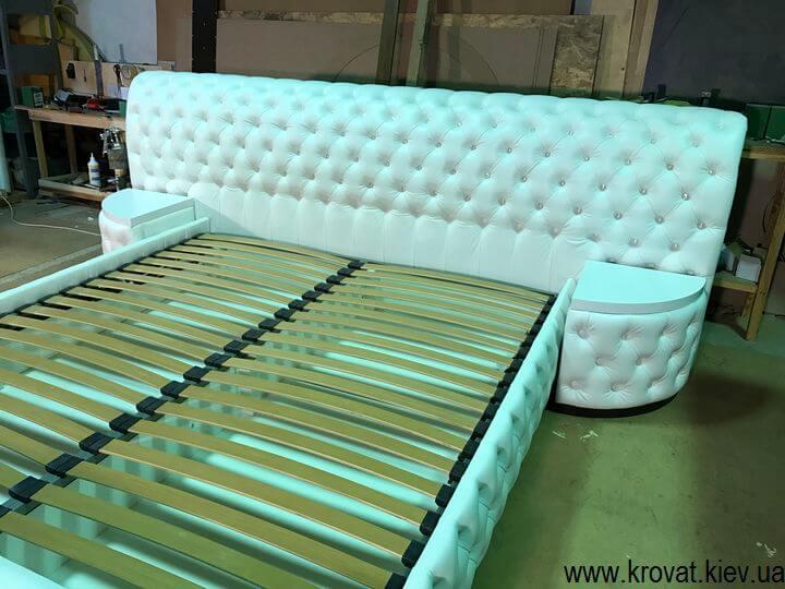 изготовление кровати с прикроватными пуфиками