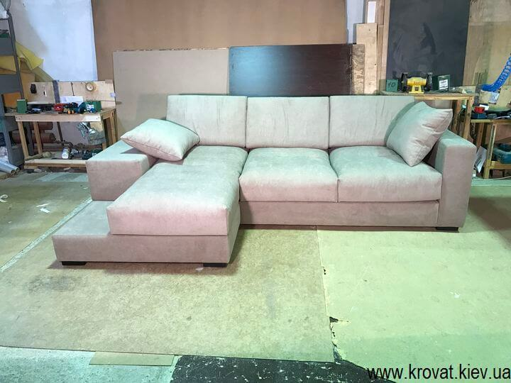 мягкий угловой диван в гостиную