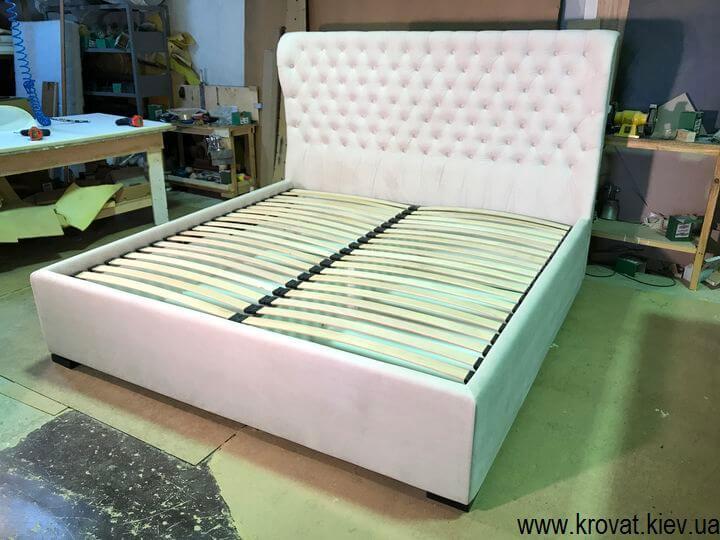 ліжко з високим спальним місцем