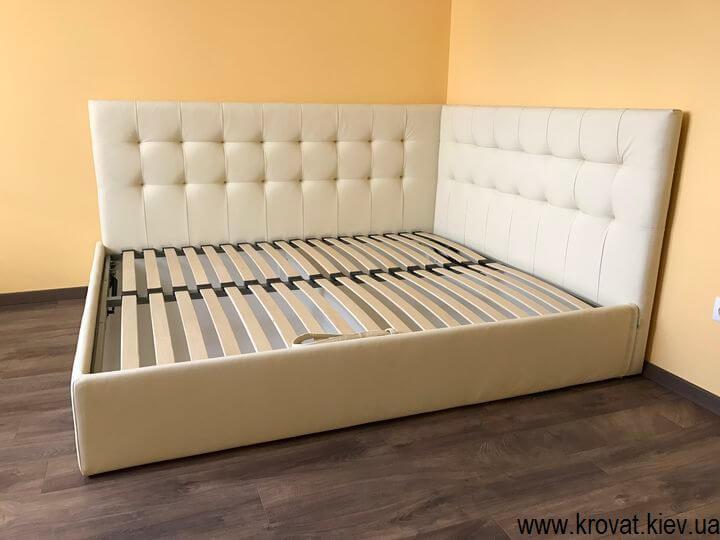 двуспальная кровать с боковой спинкой