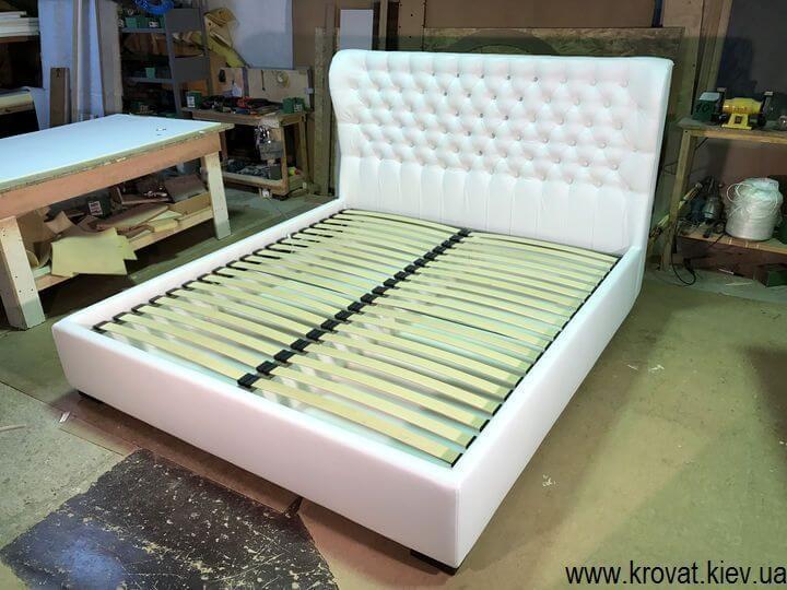 ліжко з вушками в спальню