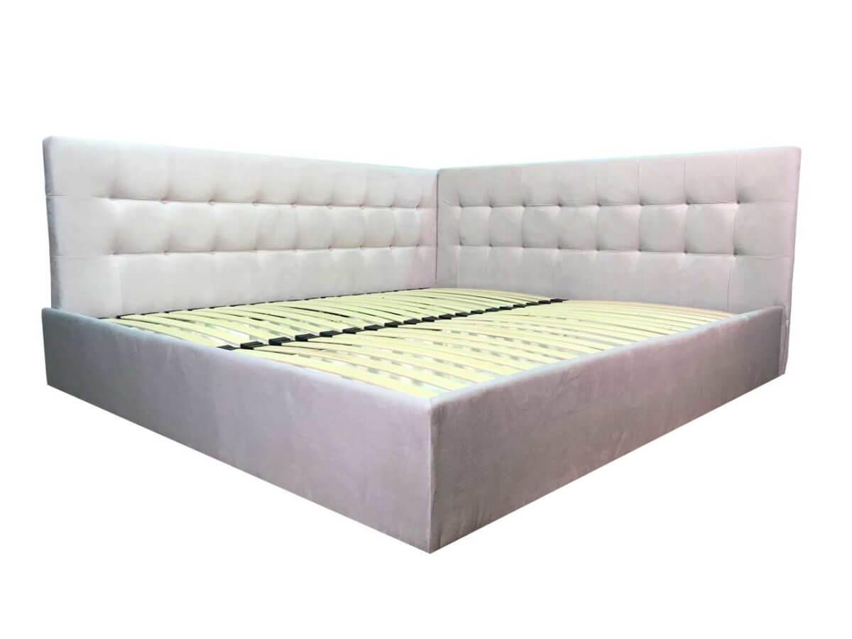 ліжко в кут кімнати