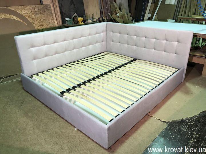кровать в угол комнаты с нишей на заказ