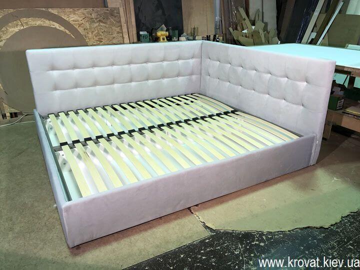 мягкая кровать в угол комнаты на заказ