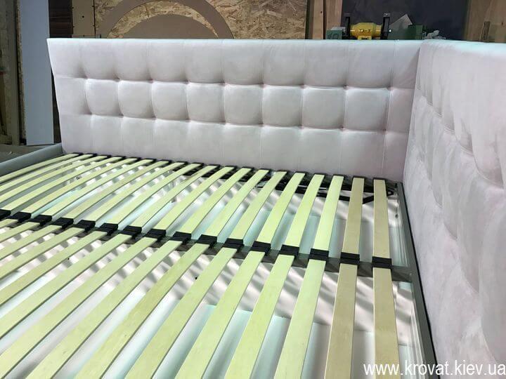кровать в угол комнаты с подъемным механизмом на заказ