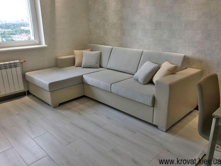 нераскладной угловой диван в интерьере
