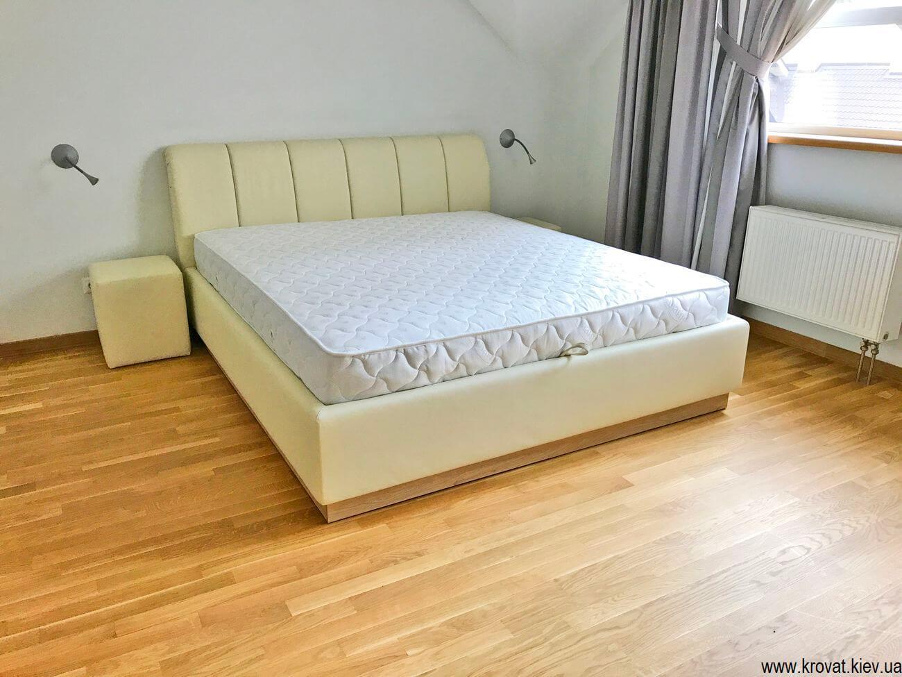 кровать с ортопедическим матрасом в интерьере спальни на заказ