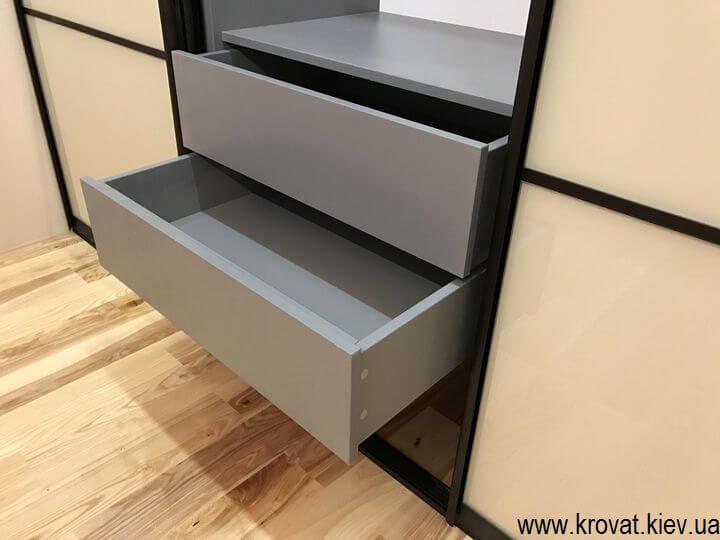 трехдверный шкаф купе для спальни