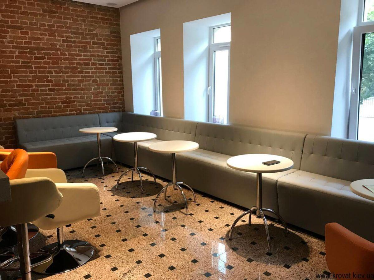 интерьер кафе с диванами на заказ