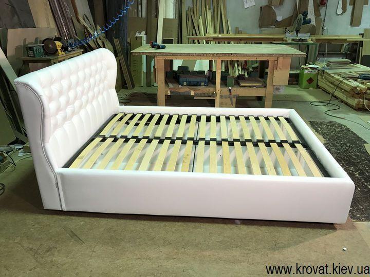 кровать с закругленным изголовьем