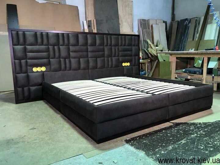 ліжко з вбудованими в спинку розетками на замовлення