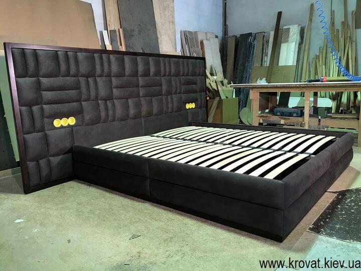 ліжко з вбудованими розетками на замовлення