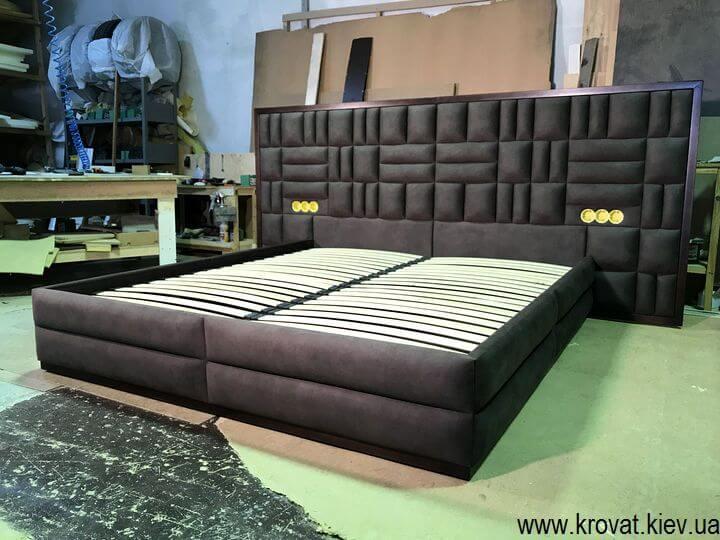кровать с широким изголовьем на заказ