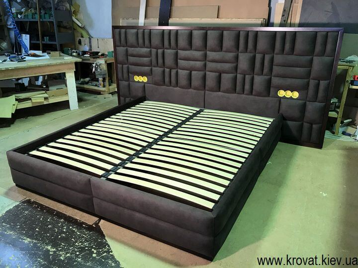 ліжко з розетками