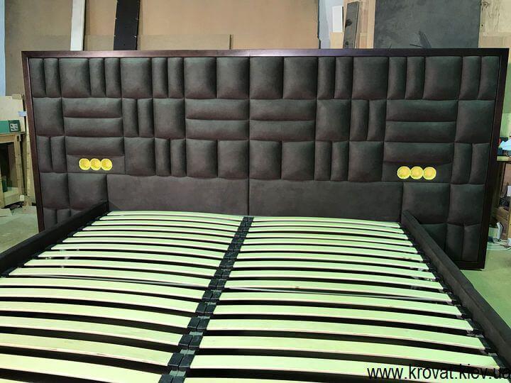 кровать с встроенными в изголовье розетками на заказ