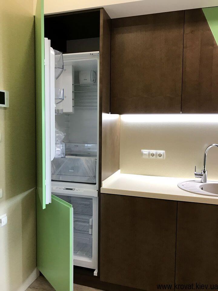кухня с встроенным холодильником