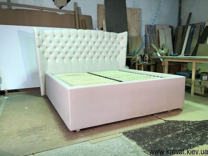 кровать с высоким подиумом в американском стиле на заказ