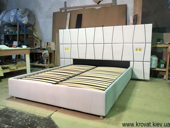 ліжко з вбудованими розетками