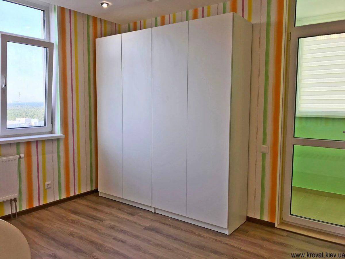 шкаф в интерьере детской на заказ